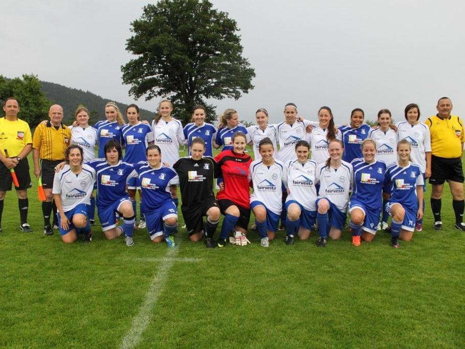 Spielten ein spannendes Regenmatch: FFC fairvesta Vorderland und FC Triesen