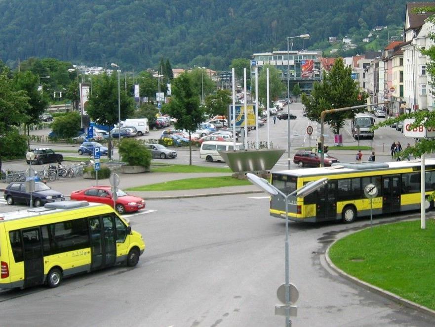 Verkehrsaufkommen behindert zunehmend  Straßenverkehr