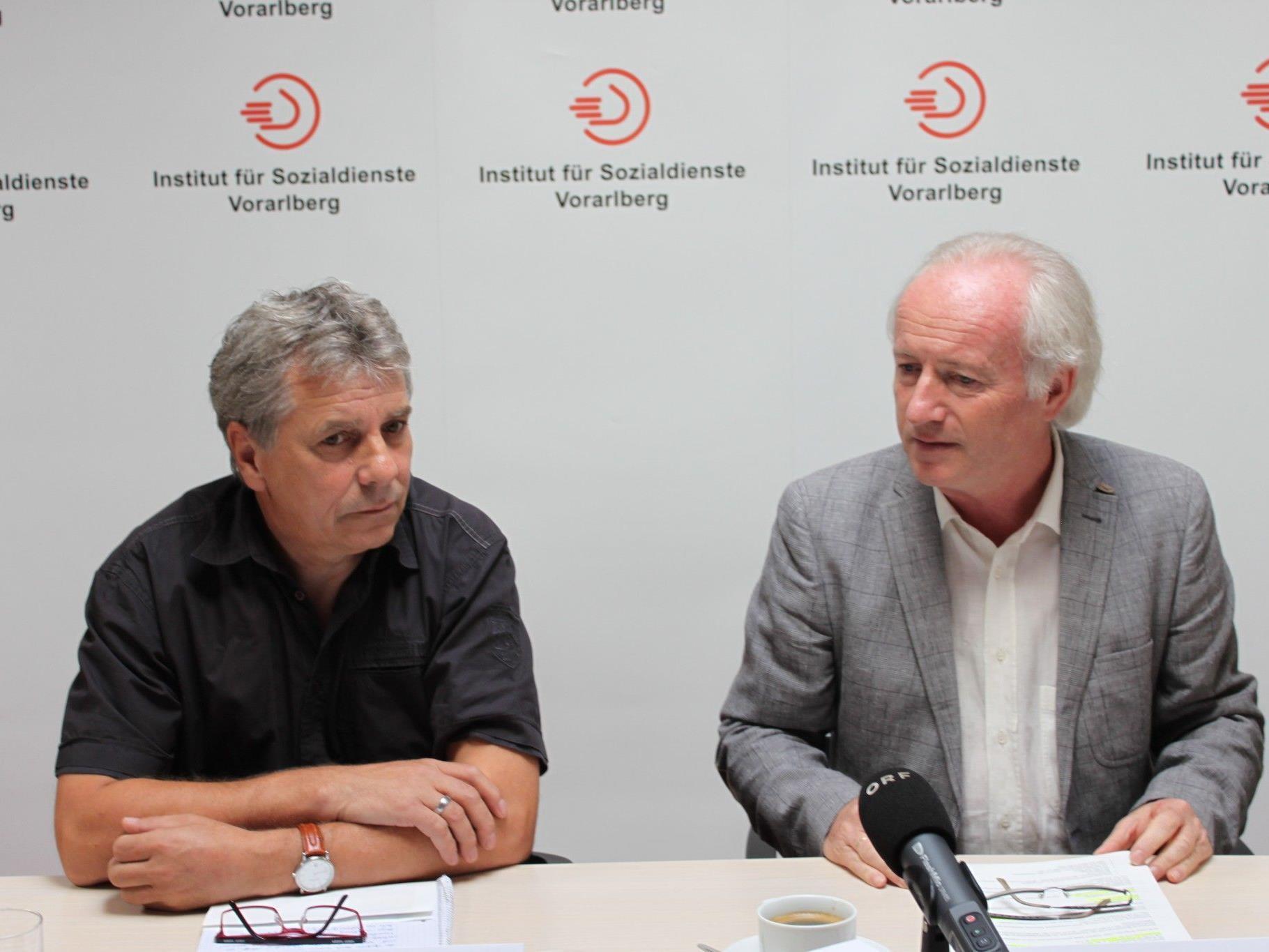 Foto (IfS): Geschäftsführer Dr. Stefan Allgäuer und Helmut Köpf (Leiter der Fachgruppe IfS-Sozialädagogik).
