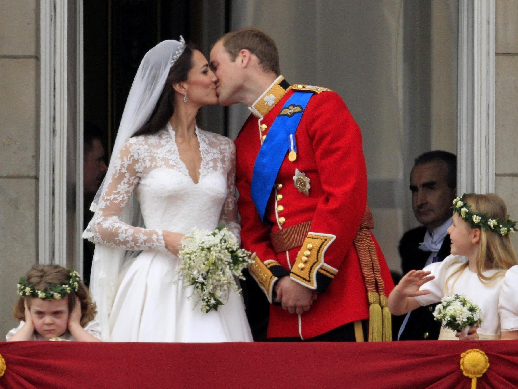 Dieser Kuss schrieb Geschichte. William und Kate haben geheiratet.