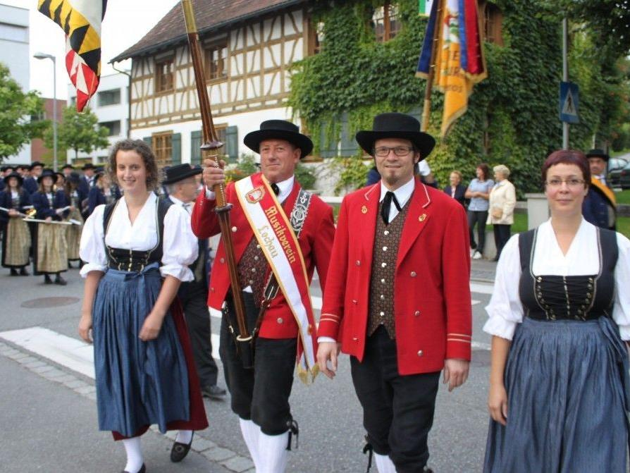 """Die Lochauer Musikanten laden Jung und Alt zum traditionellen """"Dorffest 2012"""" in der Open-Air-Arena im Schulhof."""
