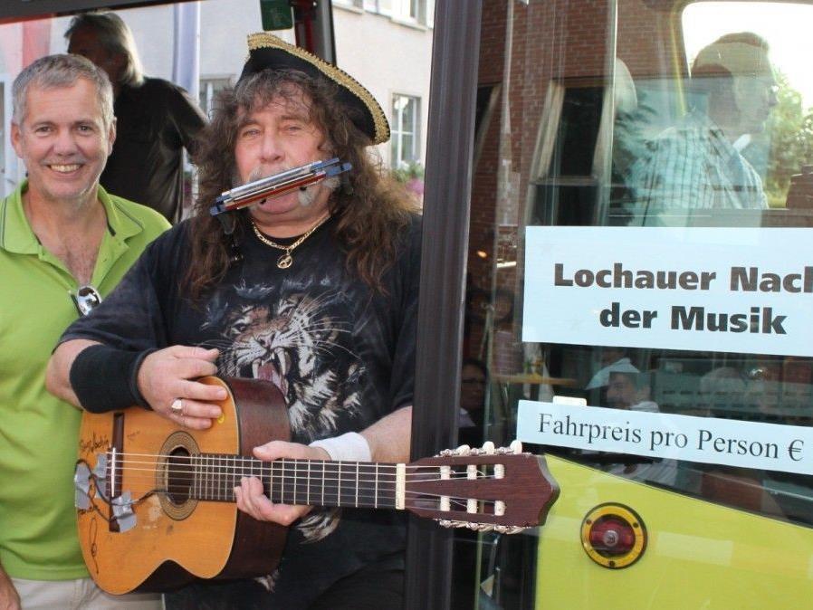 """Mit dem """"Batruel""""-Musik-Bus von Lokal zu Lokal quer durch die """"2. Lochauer Nacht der Musik""""."""