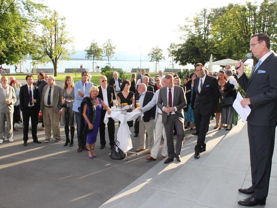 Hartmut Geese (Gesellschafter RIMC Austria) begrüßte die Gäste der Thomas Cook AG am Lochauer Kaiserstrand.