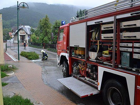 Im Bezirk Baden hatte die Feuerwehr alle Hände voll zu tun