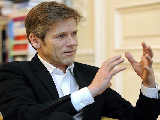 Josef Ostermayer (SPÖ) zeigt sich gegenüber E-Voting aufgeschlossen