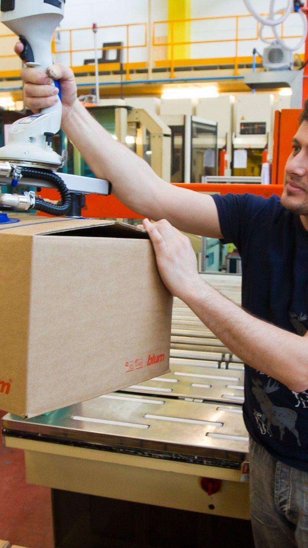 Blum stoppt die Produktion für zwei Wochen. Die Zeit wird für wichtige Umbauarbeiten in den Werken genutzt.