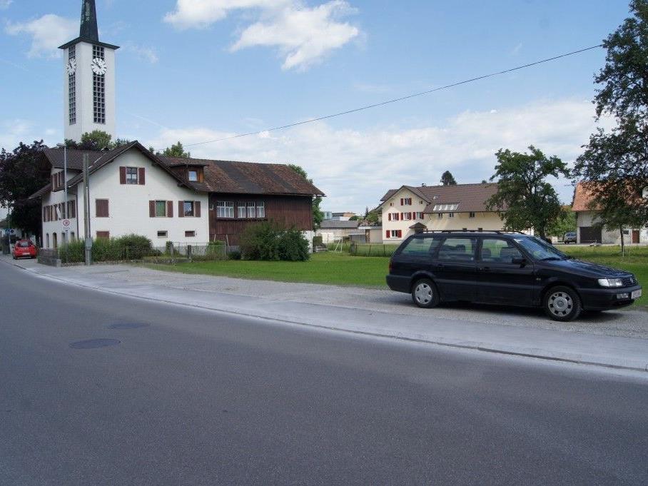 Neue Parkplätze an der Rathausstraße sorgen bei Anrainern für Verwunderung.