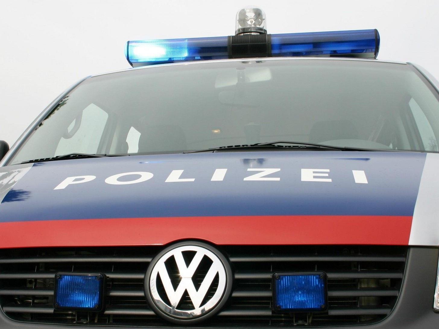 Vor Polizei geflüchtet, Unfall verursacht.
