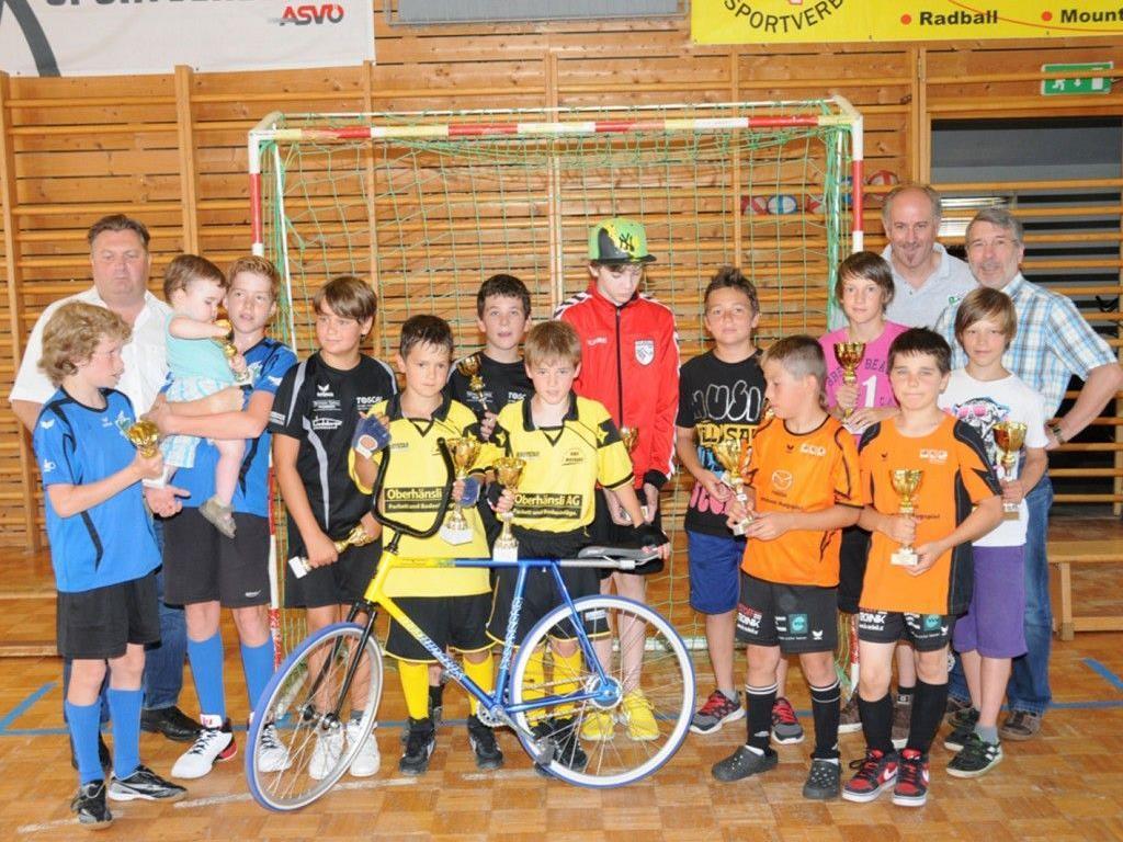 Siegerehrung beim 1. Internationalen Schüler B-Radballturnier in Hohenems.