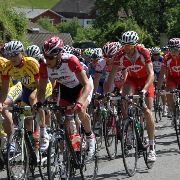 Beim Arlberg Giro sind über tausend Fahrer am Start, darunter die heimische Elite mit Mathias Brändle.