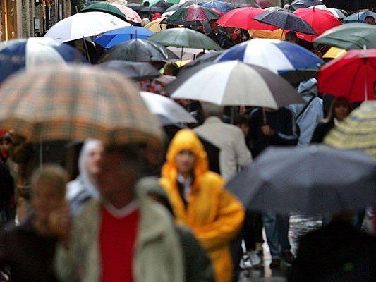 Bei den Wetter-Prognosen fürs Wochenende wird wohl kaum jemand ohne Regenschirm auskommen