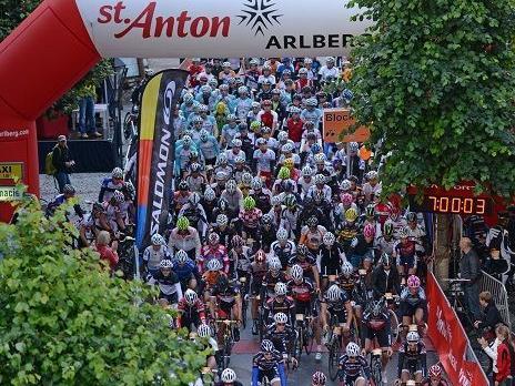 1100 Starter beim 2. Arlberg Giro in St. Anton am Start.