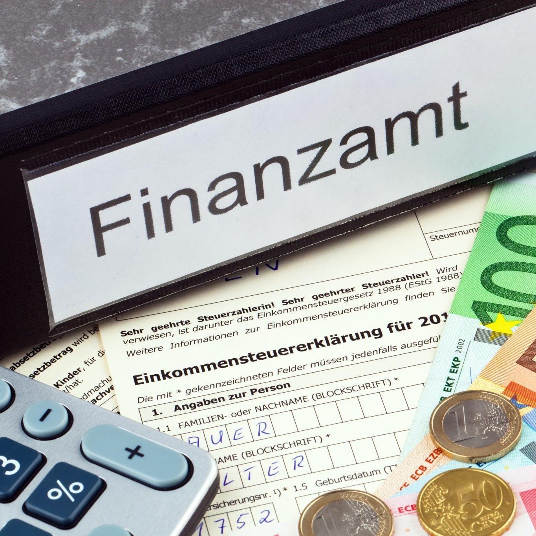 Steuereinnahmen zum Halbjahr leicht im Plus - Starker Zuwachs bei Lohnsteuer.