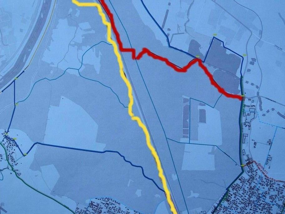 Die gelbe Linie zeigt den Straßenverlauf über Nofels, die rote Linie die geplante Baustraße mit der Hilfsbrücke über die Ill.