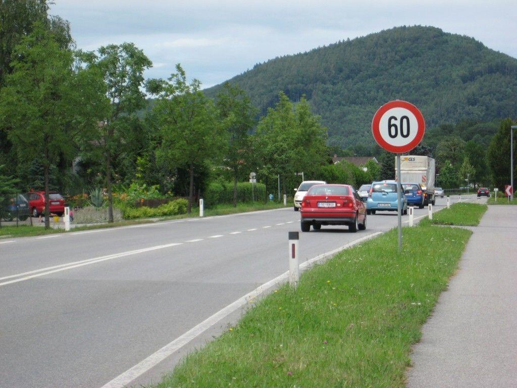 Die Fahrbahn wird von derzeit zehn Metern auf sechs reduziert und die Höchstgeschwindigkeit auf 50 km/h gesenkt.