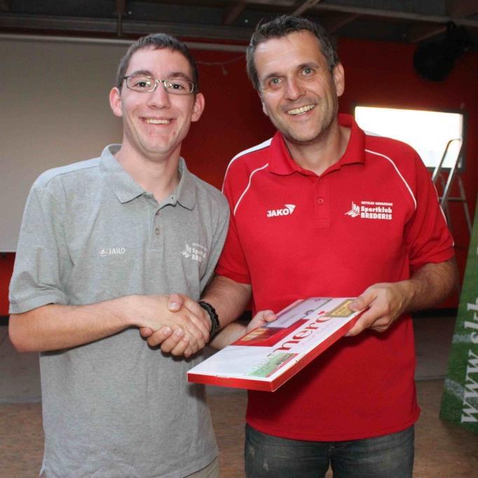 Obmann Thomas Strele verabschiedete Florian Hepberger und dankte ihm für die geleistete Arbeit.