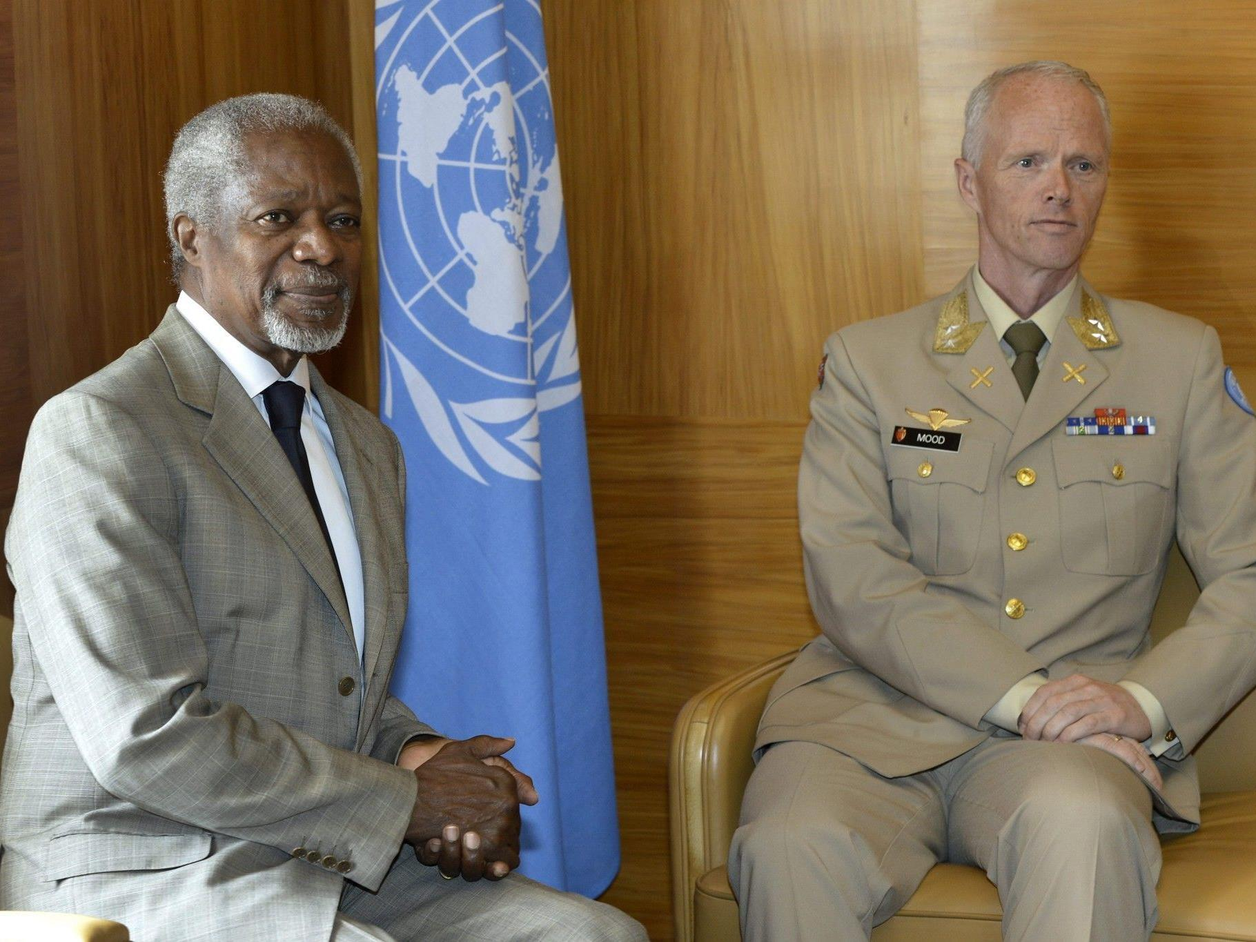 UNO-Sondervermittler Kofi Annan mit UNSMIS-Chef Norweger Robert Mood in Genf.