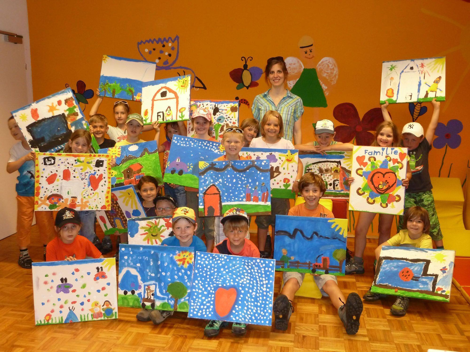 Kinder der VS Übersaxen malten Bilder für die WG Mutter & Kind