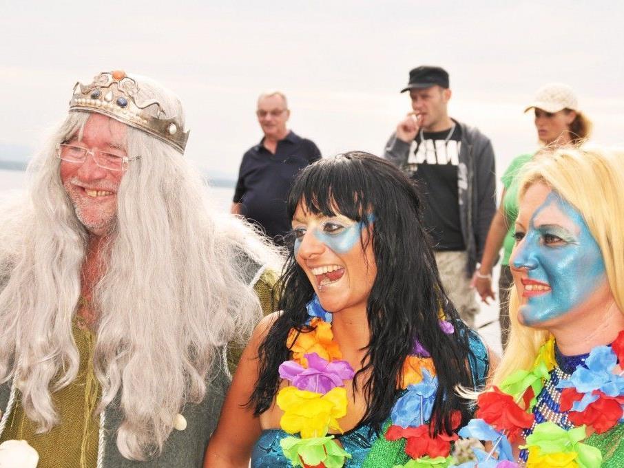 Neptun in Begleitung von Nixen bei Schiffstaufe und Hafenfest am Rohrspitz