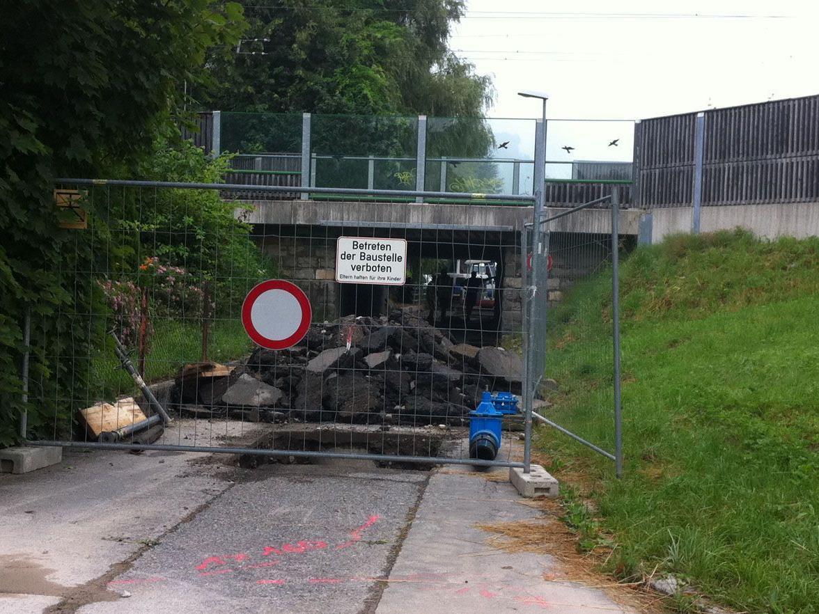 An der Unterführung zwischen Flötzerweg und Reitschulstraße wurde heute intensiv gearbeitet.