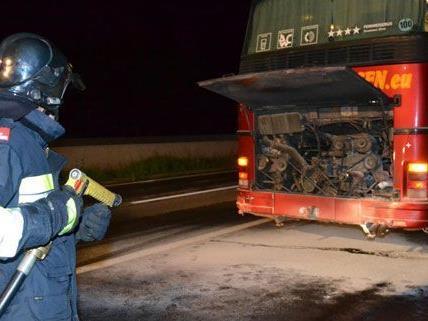 Ein Autobus auf der S6 brannte am Samstag, die Insassen bleiben unverletzt.