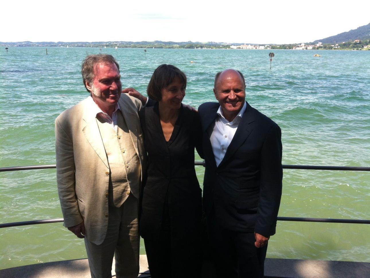 Nach der Pressekonferenz am Bodensee: David Pountney, Elisabeth Sobotka und Hans-Peter Metzler (v.l.)