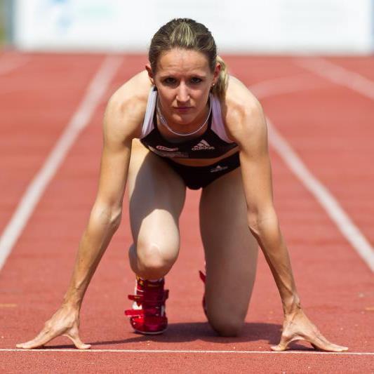 Die Lauteracherin gewinnt die Silbermedaille über die 100 Meter Distanz.