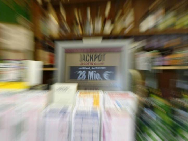 Lotto-Scheine sollen künftig auch vermehrt in Tankstellen vertrieben werden.