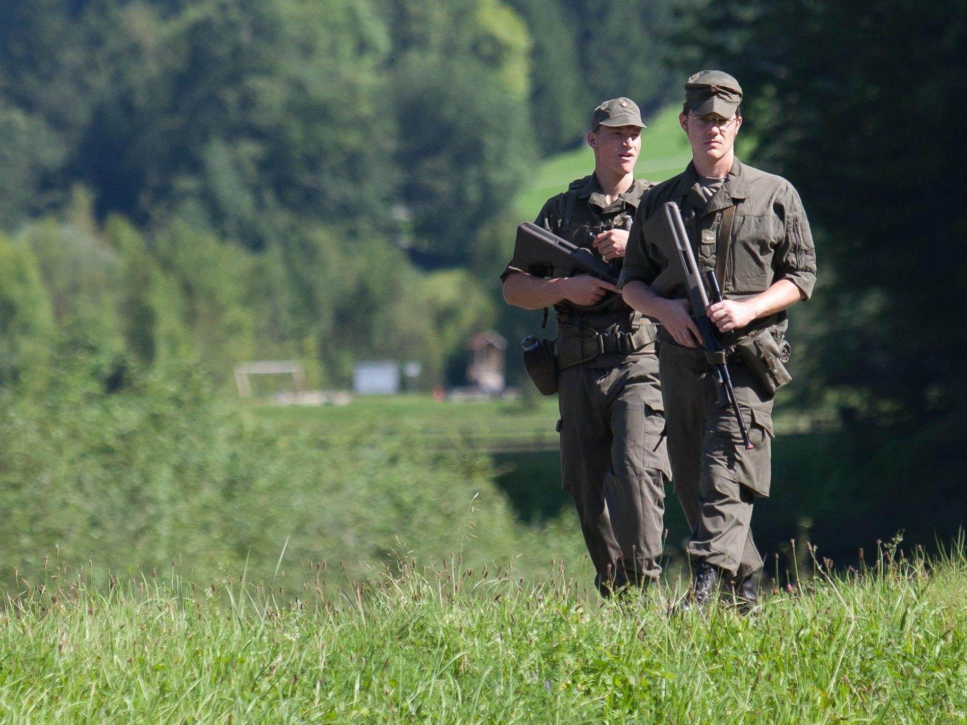 Milizsoldaten üben in Vorarlberg und Tirol.