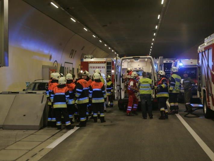 Bei einem Unfall im Pfändertunnel ist ein 41-jähriger Mann aus Götzis am Dienstagabend unbestimmten Grades verletzt worden.