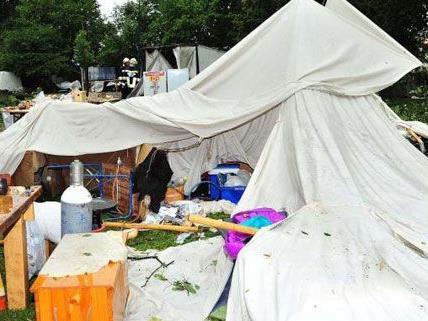 Bei dem Mittelalterfest in Pöchlarn gab es durch das Unwetter zwölf Verletzte und einen Toten.