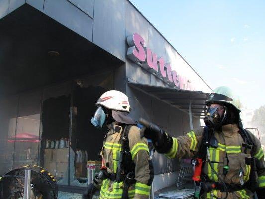 Großbrand in Sutterlüty-Filiale Kehlerpark in Dornbirn verursachte Schaden in Millionenhöhe.