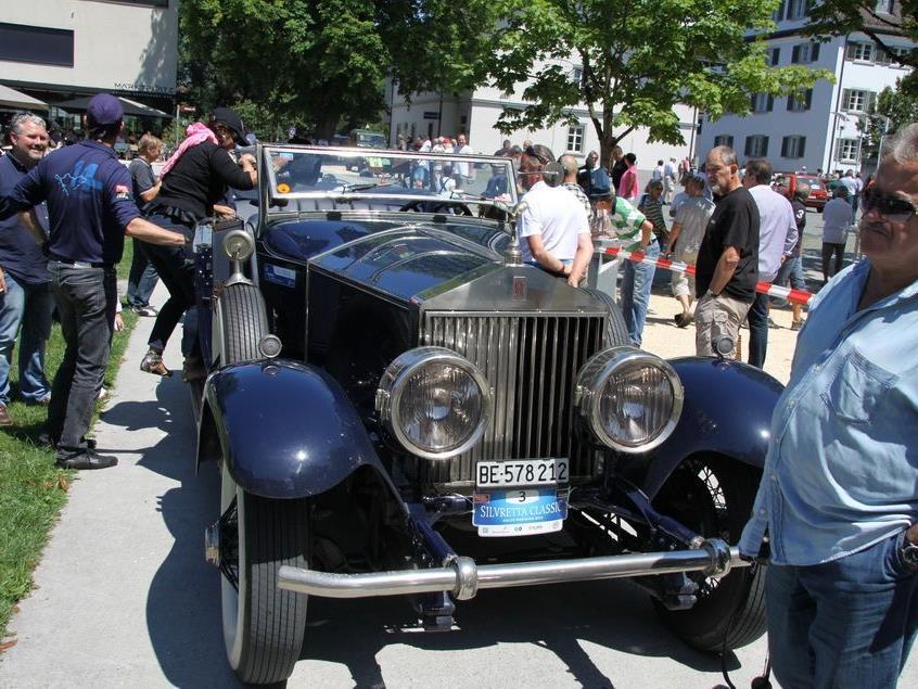 150 Oldtimer und Elektroautos präsentierten sich am Rankweiler Marktplatz.