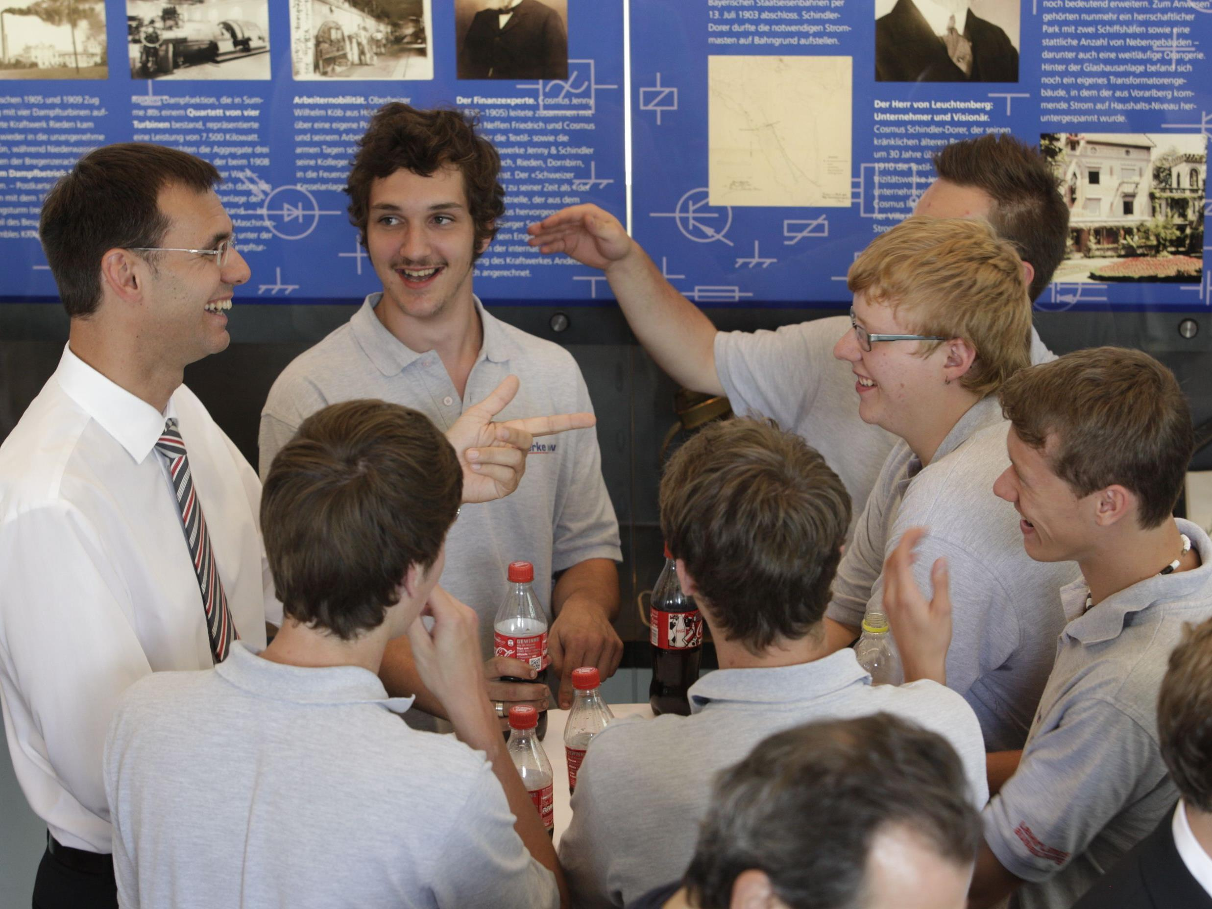 LH Wallner tauschte sich mit Lehrlingen und Lehrlingsbeauftragten von illwerke vkw am Standort Bregenz aus.