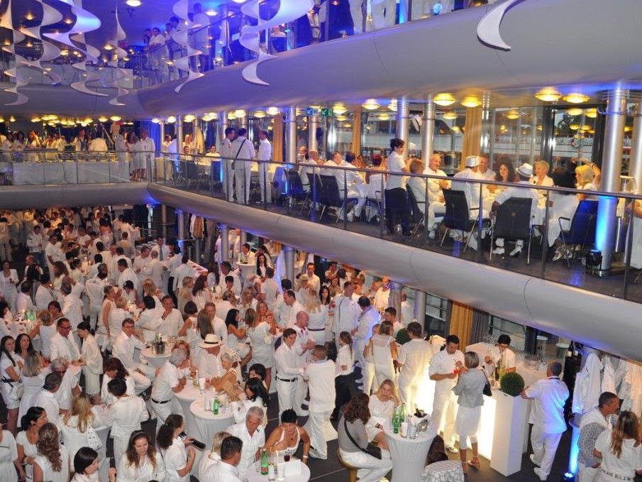Full house zur White Night auf der Sonnenkönigin.