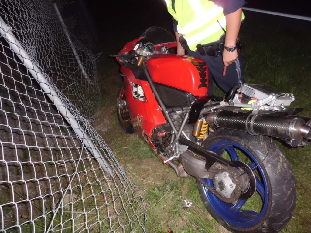 Hittisauer krachte mit Motorrad gegen Metallzaun.