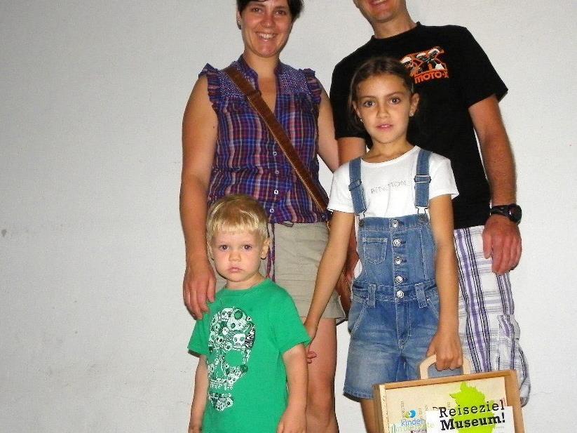 Auch Chiara und Matheo aus Nüziders besuchten mit ihren Eltern das Militärmuseum in der Bilgerikaserne