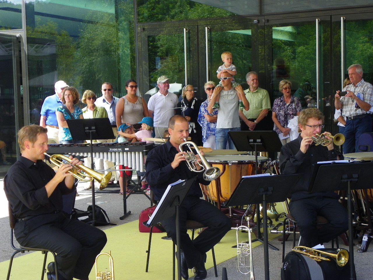 Interessierte Zaungäste beim Vienna Symphony Brass