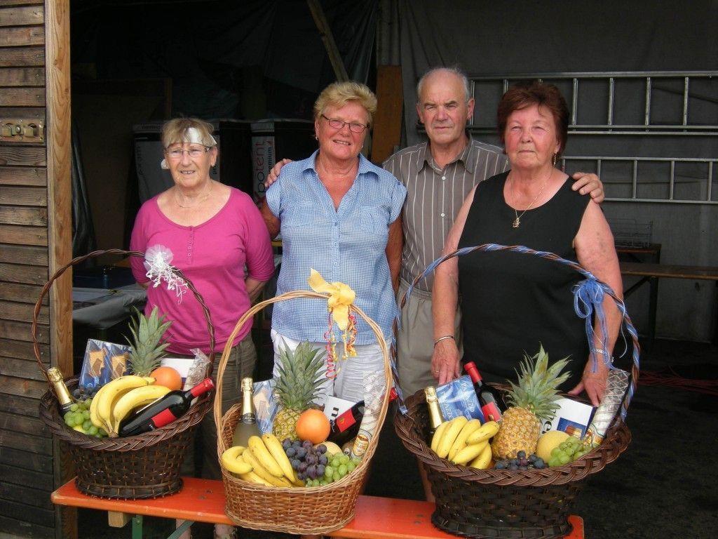 Zufriedene Gäste und glückliche Gewinner beim PVÖ-Grillfest in Altach