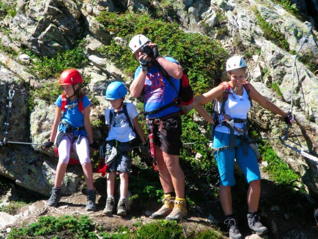 Dieter und Simone lieben die Kombination aus Wandern und Klettern und nehmen Lina und Laurin gerne mit