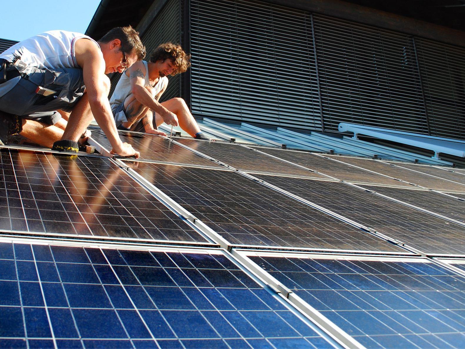 Die Leistung von 322 m² Solarpaneelen entspricht dem Stromverbrauch von zehn Einfamilienhäusern