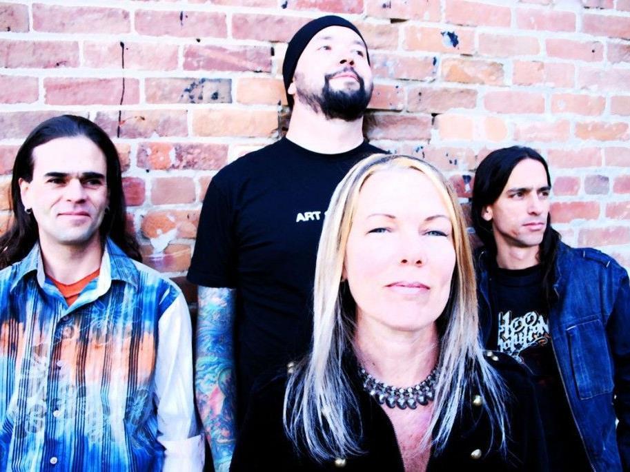 Denise Allen und Band konzertieren zm Abschluss des foen-x-Festivals in der Kulturwerkstatt.