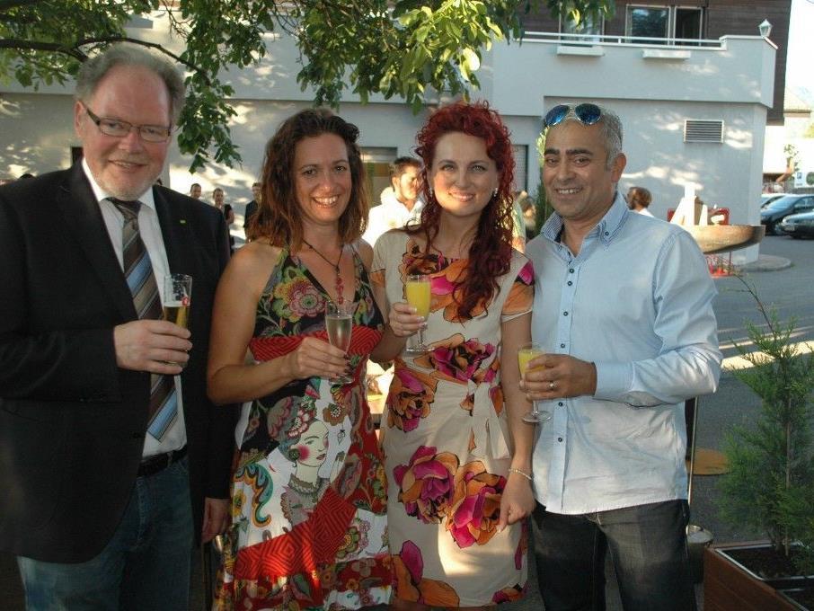 """Feierten die Eröffnung des """"M41"""": (v.l.) Bürgermeister Werner Huber, Sandra Aberer (frauAberer), die neuen Pächter Amira & Miki Marinkovic"""