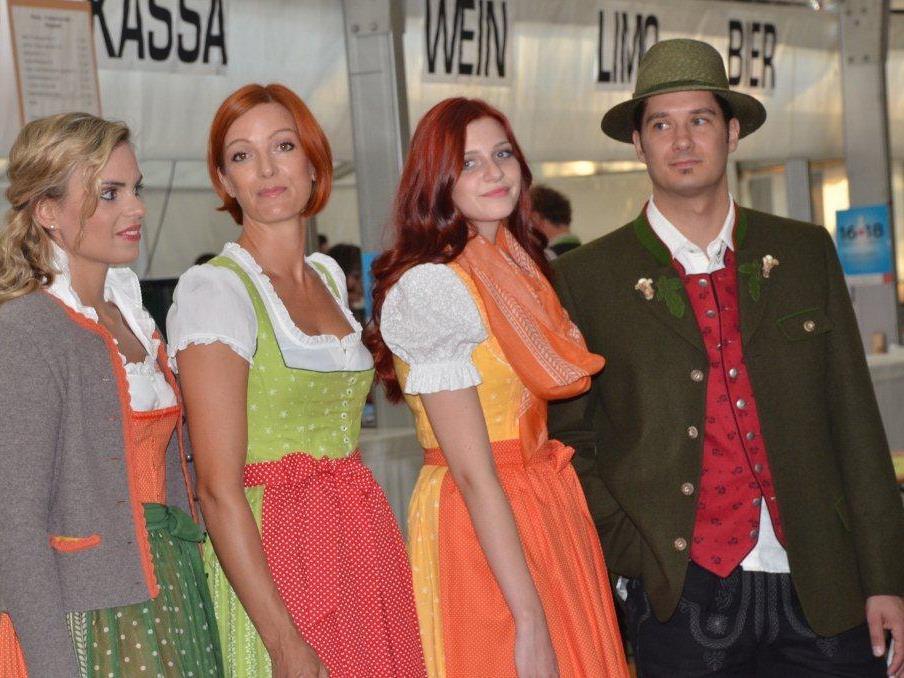 Die Modeschau begeisterte Kutscher und Gäste.