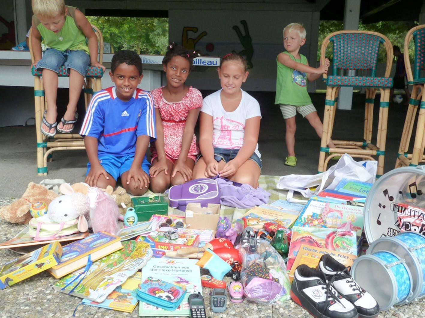 Beim Kinderflohmarkt im Erholungszentrum Rheinauen wurde eifrig verkauft und getauscht.