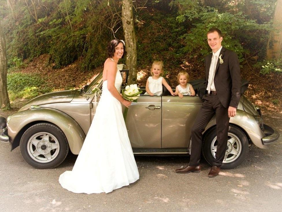 Das Brautpaar mit den Kindern.