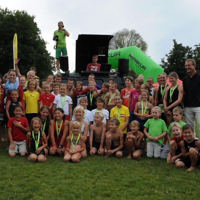 Der Transkid war ein großes Triathlonfest für Alle, Gratulant war Bürgermeister Markus Lienhart.