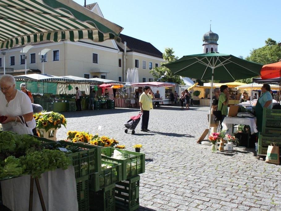 Auf dem Wochenmarkt Rankweil haben die Besucher eine vielfältige Auswahl an frischen Produkten.