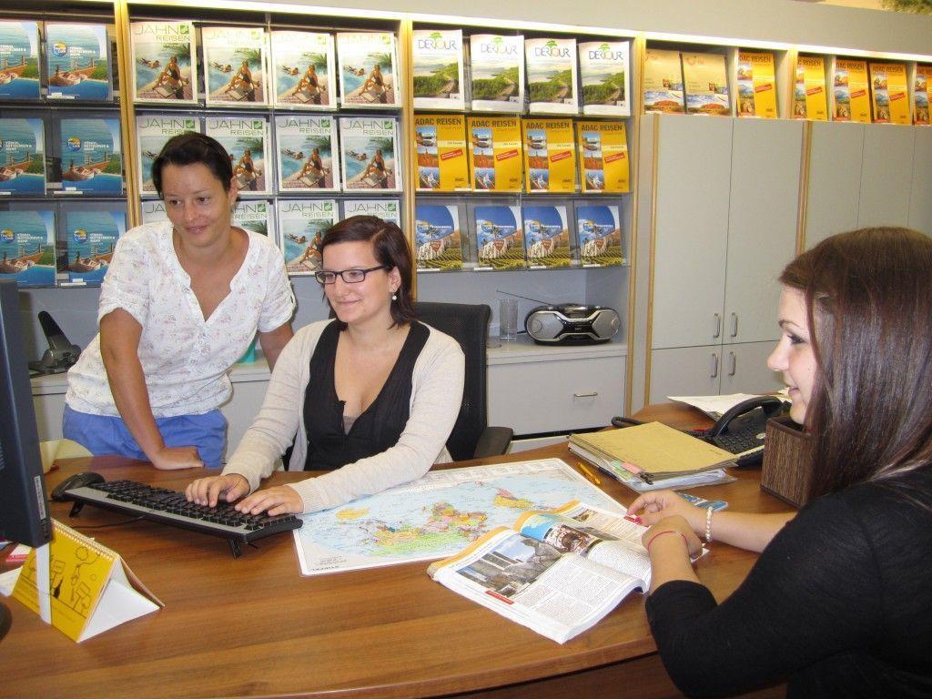 Mit der Lehre zur Reisebüroassistentin hat Julia Dünser ihren Traumberuf gefunden