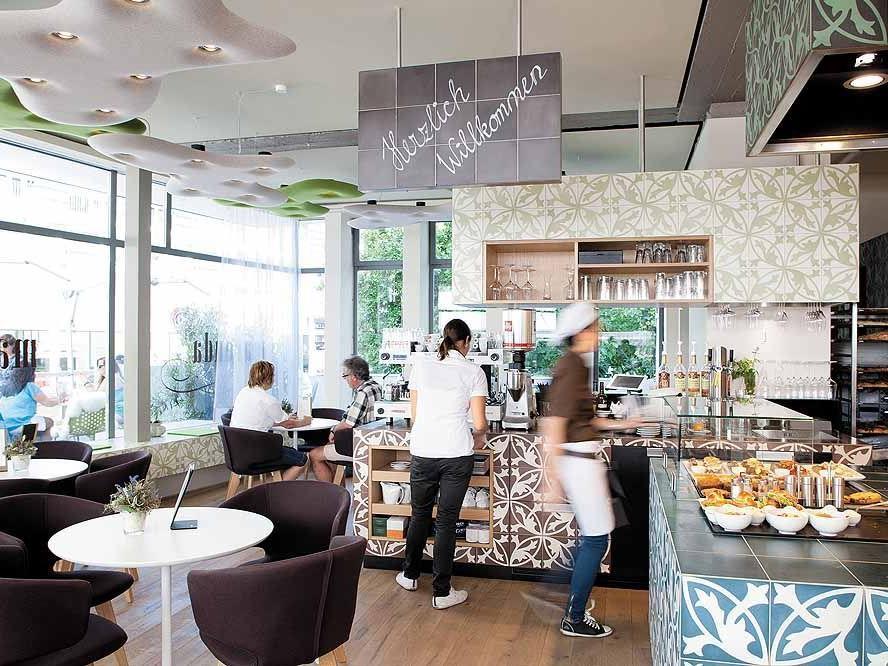 Einen so alten, ehrwürdigen Handwerksbetrieb wie die Bäckerei neu erfinden? Warum und wie macht man das?